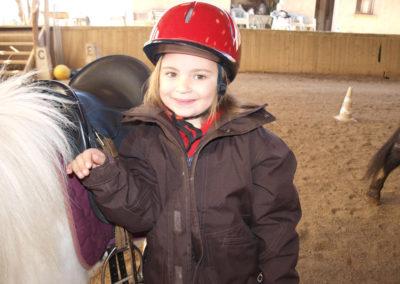 stage equitation fille avec poney
